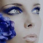 Синий цветок  и синие глаза