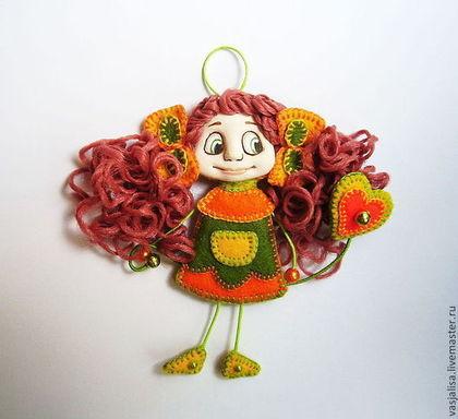 Человечки ручной работы. Ярмарка Мастеров - ручная работа Кукла-брошка Кнопа. Handmade.