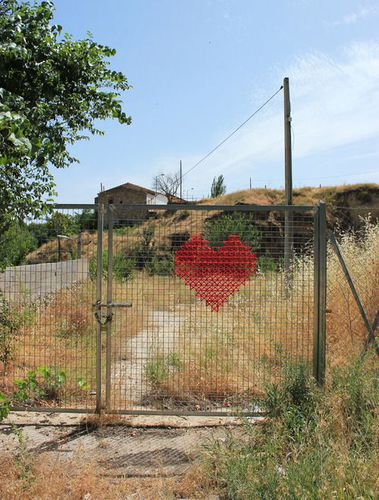 aïdagomez.info (Home is where your heart is)------YARN BOMBING-cross stitching