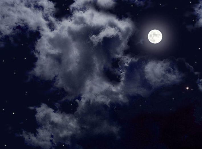 шее почему картинки луна в облаках время ему приходится