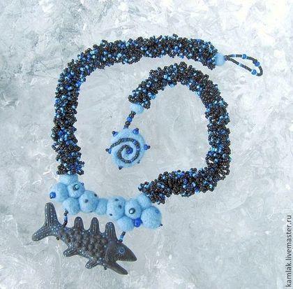 Колье, бусы ручной работы. Ярмарка Мастеров - ручная работа Глубоководное колье с глиняной рыбой. Handmade.