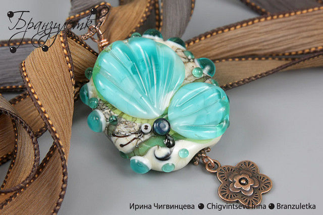 """Set """"Emerald Butterfly."""" Necklace and earrings. Lampwork beads, copper beads."""