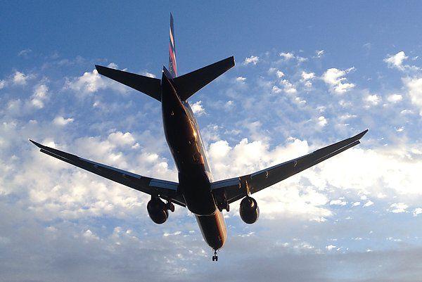 Картинки по запросу самолет на снижении картинка