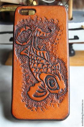 Для телефонов ручной работы. Ярмарка Мастеров - ручная работа Кожаный чехол для телефона с тиснением. Handmade.